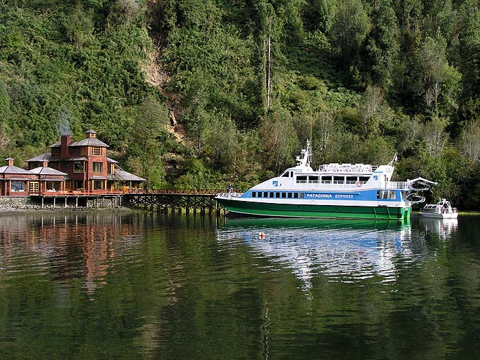 CH1005SM099_puyuhuapi_patagonia_express.jpg.jpg [© Last Frontiers Ltd]