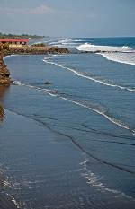Image: Las Flores beach - San Salvador and the East