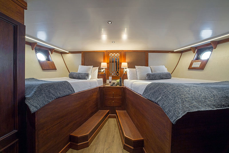 GP17QN008_grace-carolina-deck-twin-queen-deluxe-stateroom.jpg [© Last Frontiers Ltd]
