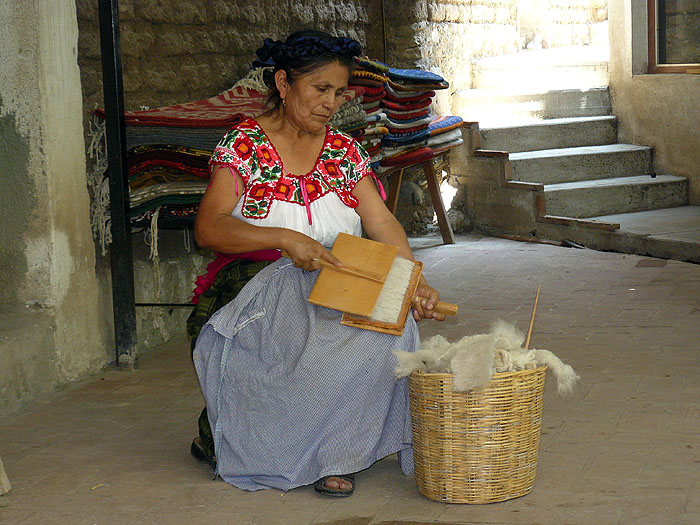MX0511SM0266_ritz-family-teotitlan-valley-candel-making-and-weaving.jpg [© Last Frontiers Ltd]