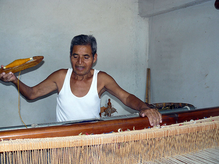 MX0511SM0268_ritz-family-teotitlan-valley-candel-making-and-weaving.jpg [© Last Frontiers Ltd]