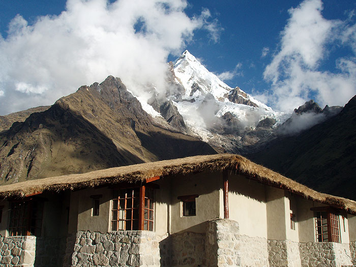 PE07MLP23_Wayra_Lodge_with_Humantay_3650m.jpg [© Last Frontiers Ltd]